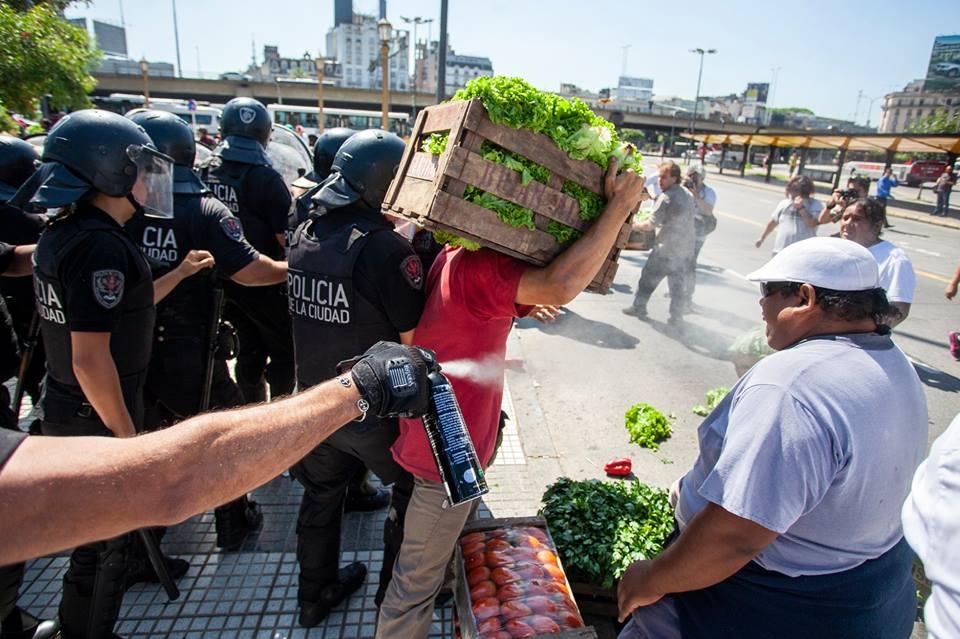 Buenos Aires: desalojan una feria en Plaza Constitución • Canal C
