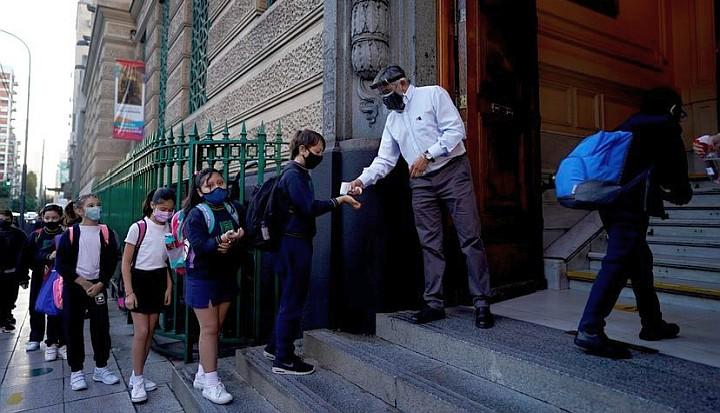 Estudio asegura que cerrar escuelas es eficaz para reducir contagios • Canal C