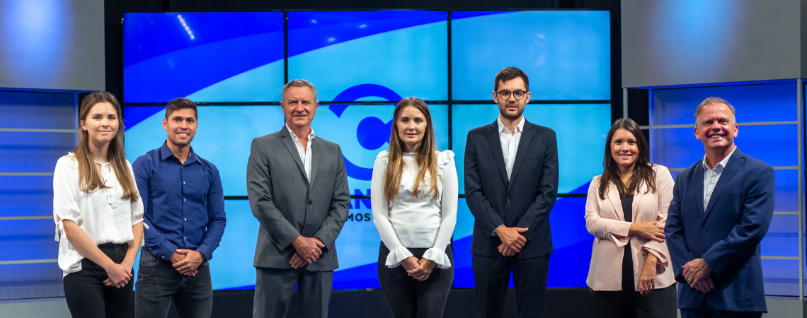 De izquierda a derecha: Josefina Aiassa, Diego Schenone, José Aiassa, Valentina Aiassa, Mateo Aiassa, Antonella Schenone y Luis Schenone.