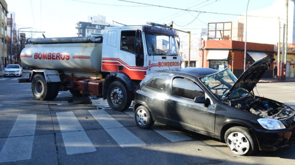 Grave accidente entre un camión de bomberos y un particular • Canal C