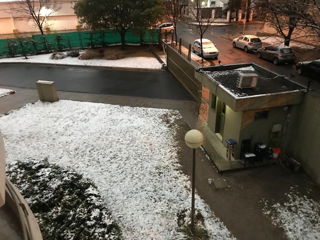Las postales de la madrugada con nieve • Canal C