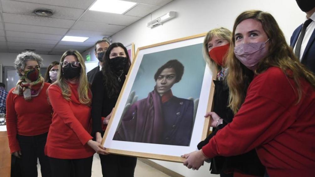 Por primera vez, instalan el cuadro de una mujer en Diputados • Canal C