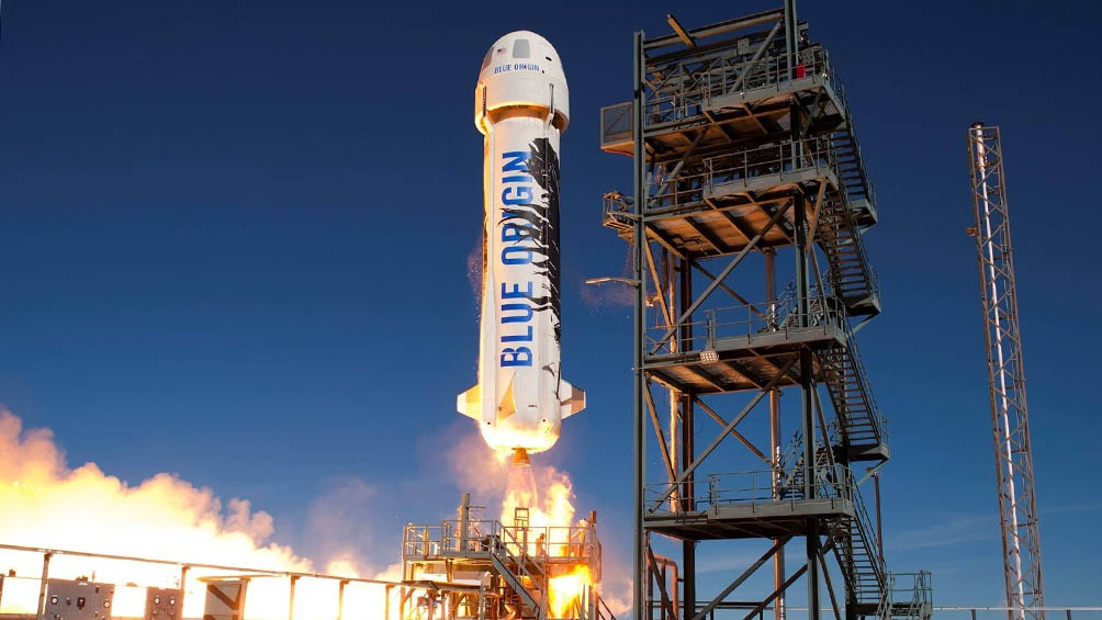 El multimillonario Jeff Bezos viajó con éxito al espacio • Canal C