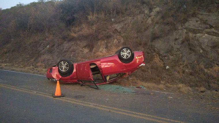 Un auto chocó en la autopista y los ocupantes no están • Canal C