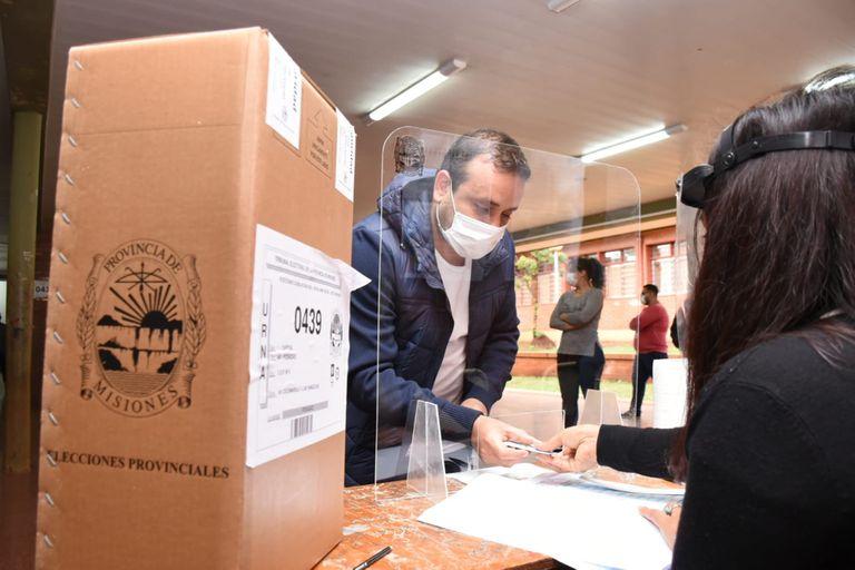 La Cámara Electoral reiteró el pedido para que las autoridades de mesa tengan la vacuna • Canal C